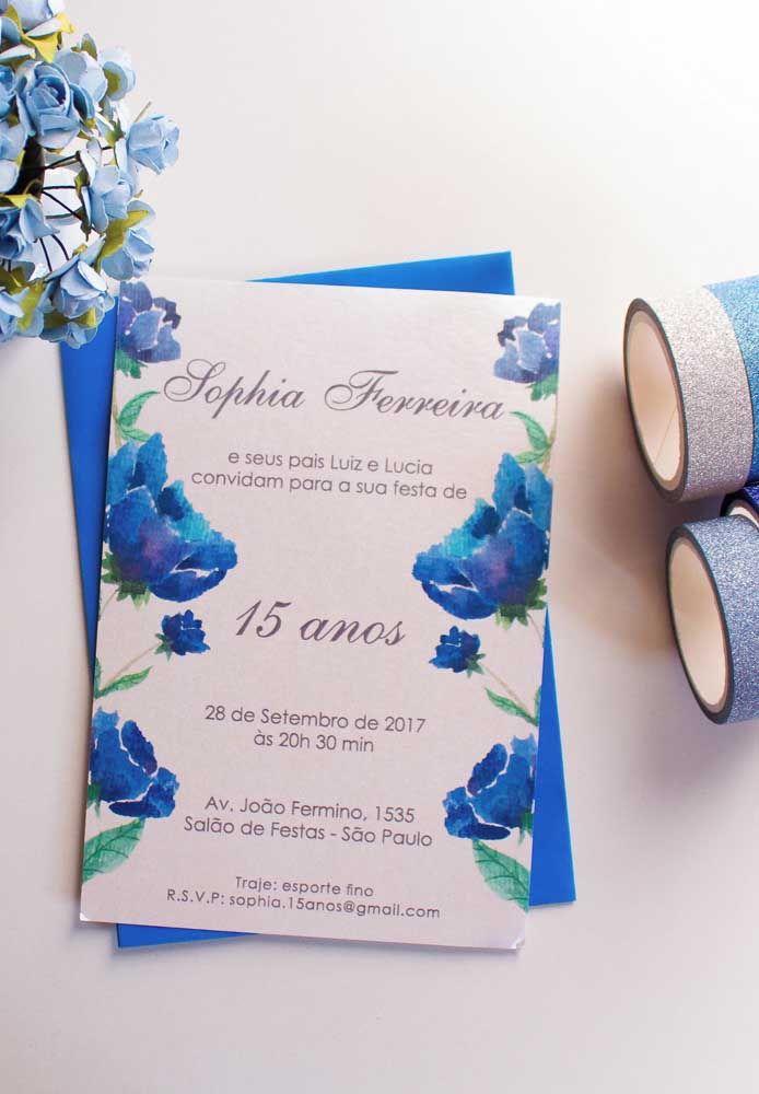 As flores azuis são a inspiração para esse convite de 15 anos