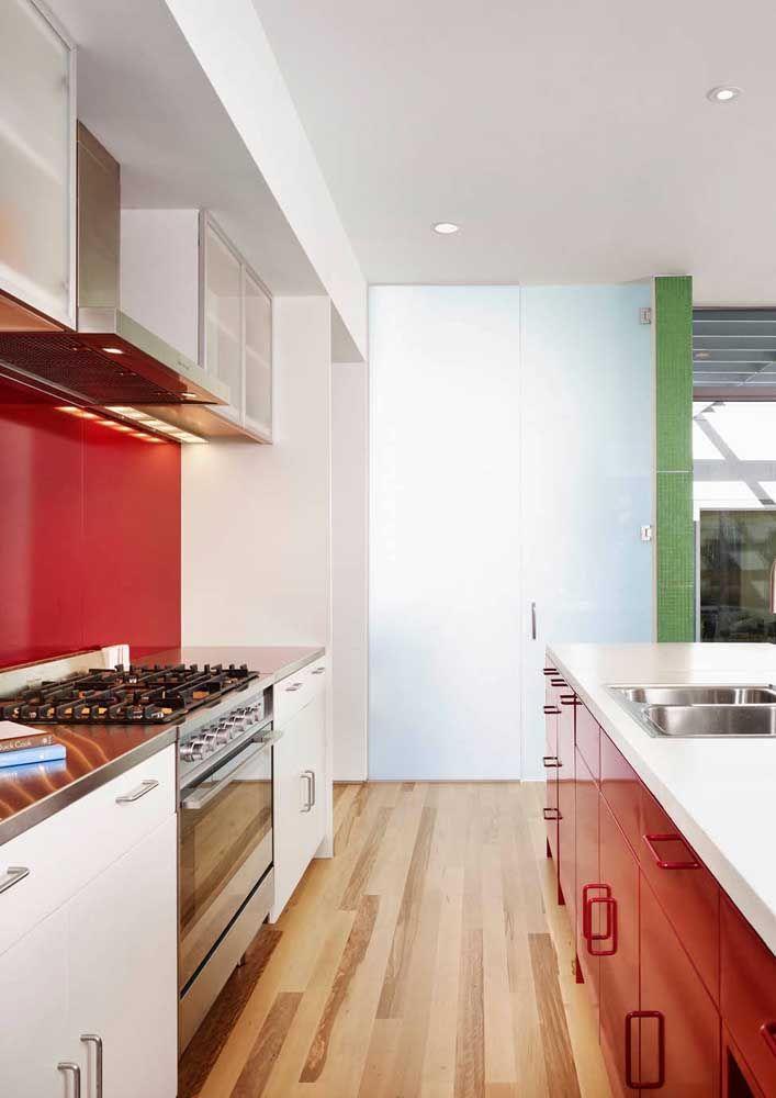 Cozinha de armários vermelhos, topa?