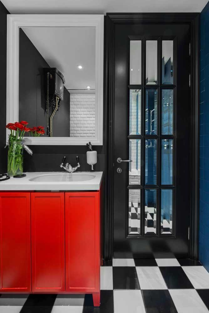 E para provar toda a versatilidade da cor, um banheiro com influência retrô