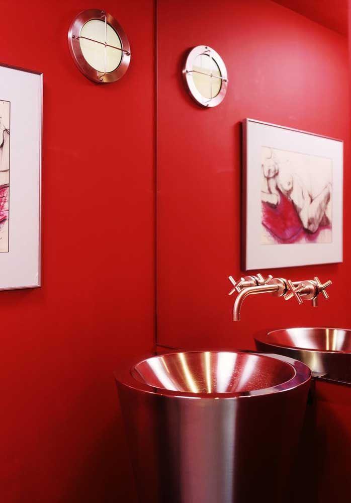 E o que dizer então de um banheiro todo vermelho escarlate? Um luxo só!