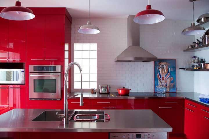 Todo charme e simpatia de uma cozinha vermelha para você se encantar