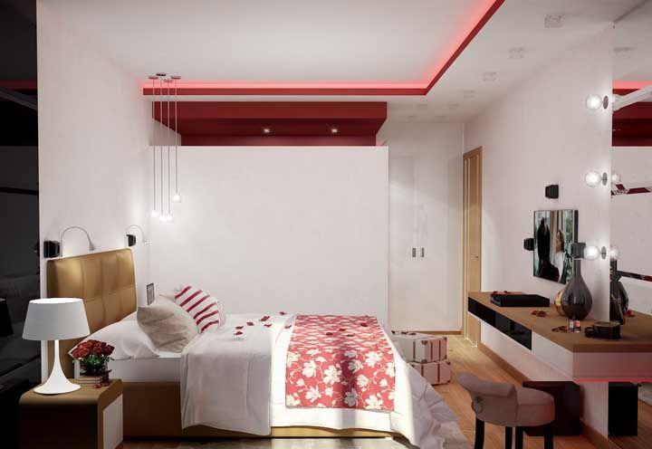 Detalhes vermelhos por todos os lados desse quarto