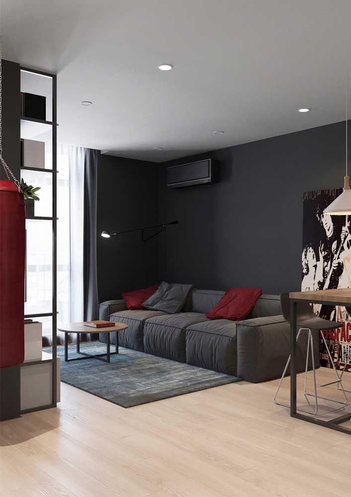 Preto e vermelho profundo para deixar a sala sofisticada e sóbria