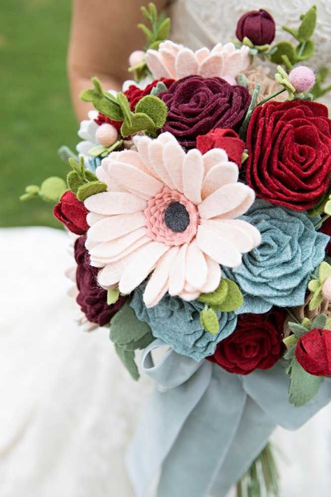 Os detalhes do vaso em vidro combinaram perfeitamente com a suavidade das rosas desse arranjo