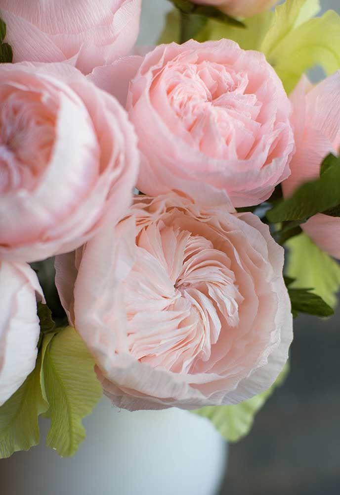 Arranjo de flores artificiais pequeno com mix de flores em vaso de vidro