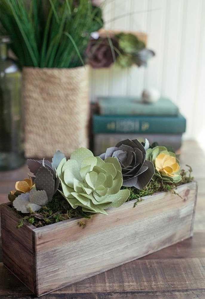 Use fitas de cetim para finalizar o buque de flores artificiais, especialmente se for usado por uma noiva