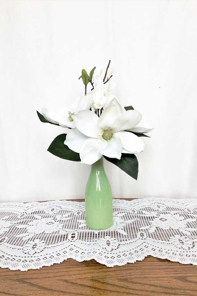 Flores feitas com pequenas contas, daquelas utilizadas em bijuterias: ideia criativa e linda