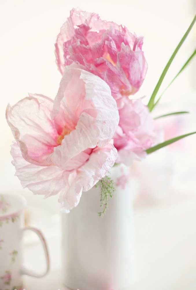Além de fazer o arranjo, você também pode criar as flores, como essas feitas em feltro