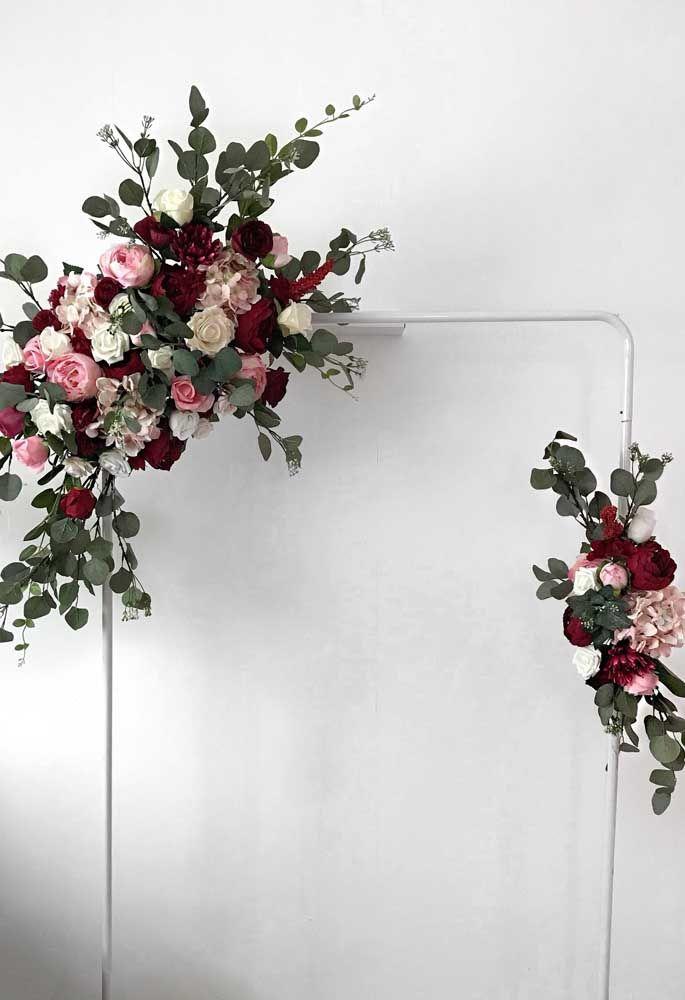 Uma linda opção de guirlanda com flores artificiais