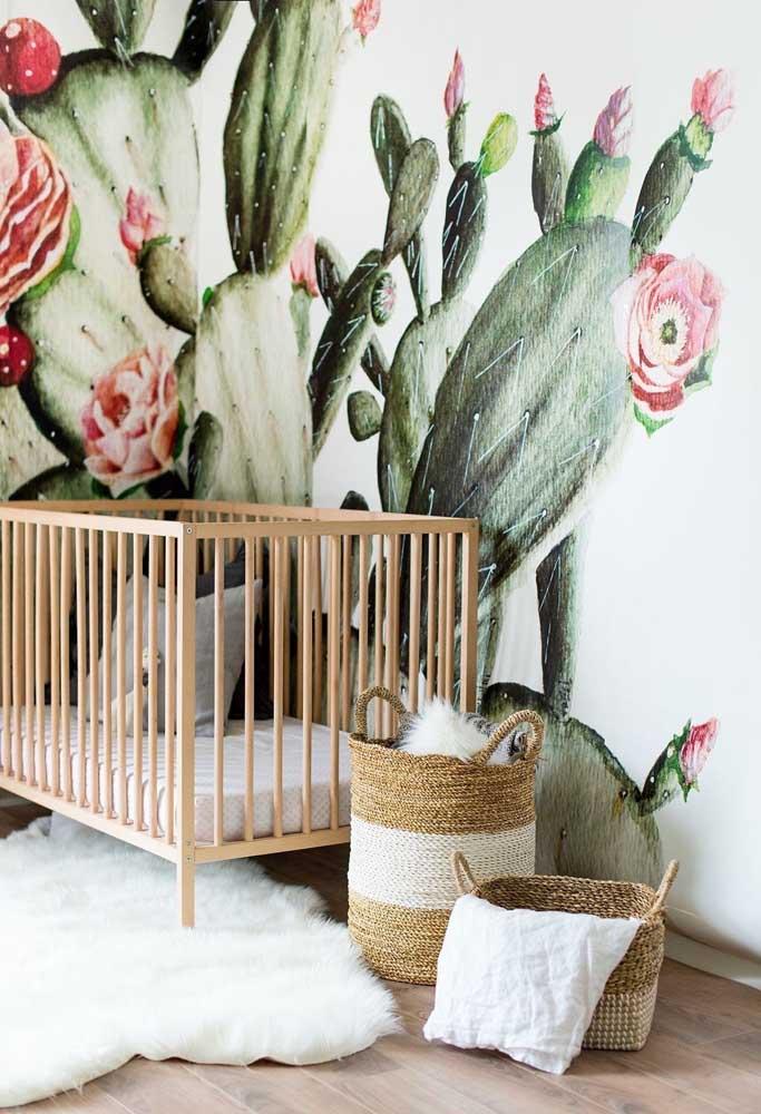 Há quem prefira decorar a parede do quarto de bebê com desenhos diferentes e que chamem bastante atenção.