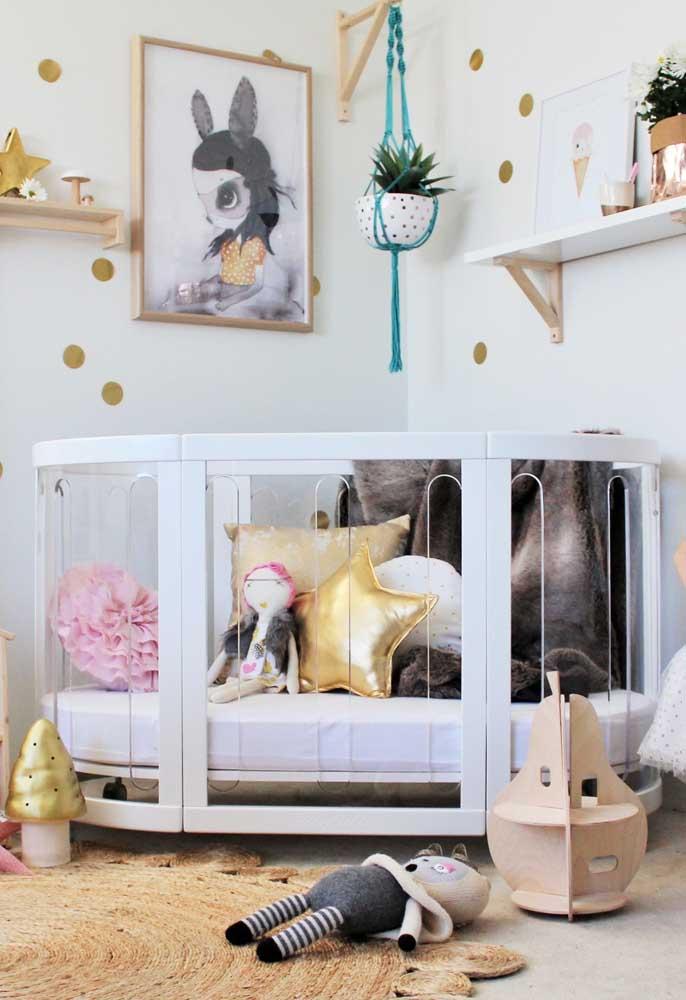 Acertar na escolha dos móveis é fundamental para fazer uma bela decoração do quarto de bebê. Depois é só caprichar nos elementos decorativos.