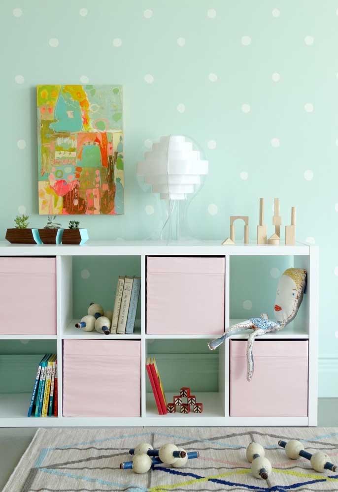 Uma cor suave é a mais indicada para pintar a parede do quarto de bebê feminino porque deixa o ambiente mais delicado.
