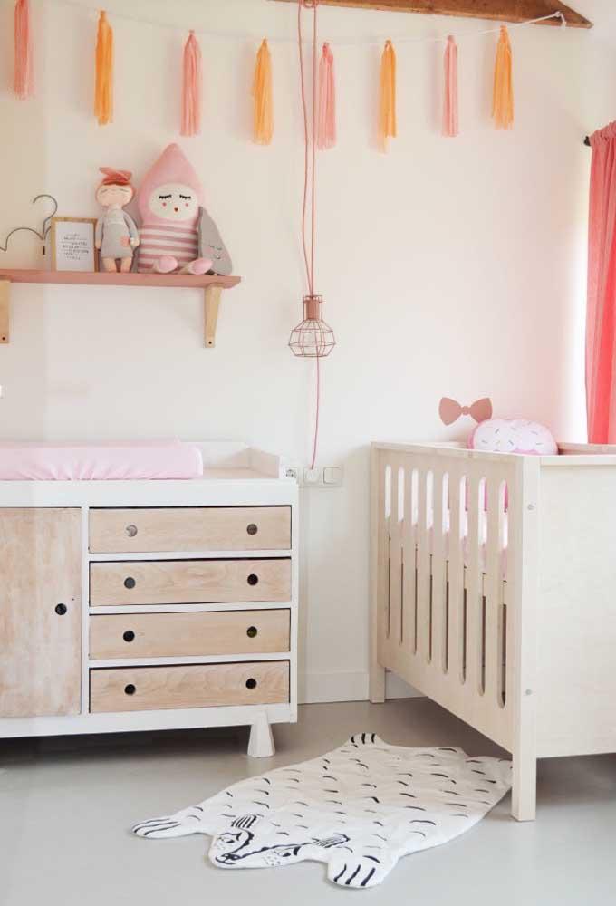 Uma boa iluminação é fundamental para o bebê dormir tranquilo a noite toda. Portanto, invista em uma luminária.