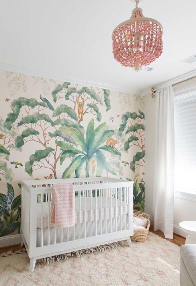Que tal desenhar uma floresta na parede do quarto do bebê? Certeza que a parede vai chamar bastante atenção.