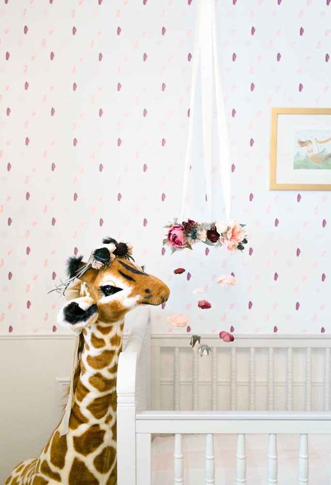 Tem coisa mais fofa do que decorar o quarto do bebê com pelúcia? Nesse caso, a girafa foi a escolhida.
