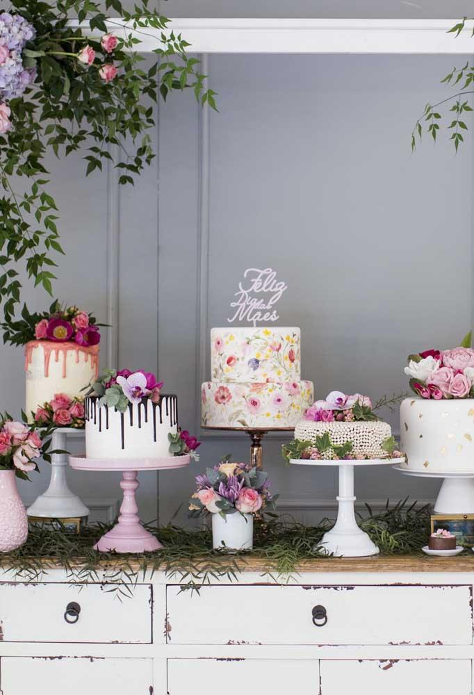 Mais uma opção de bolo dia das mães, só que dessa vez são vários bolos de formato e decoração diferente.