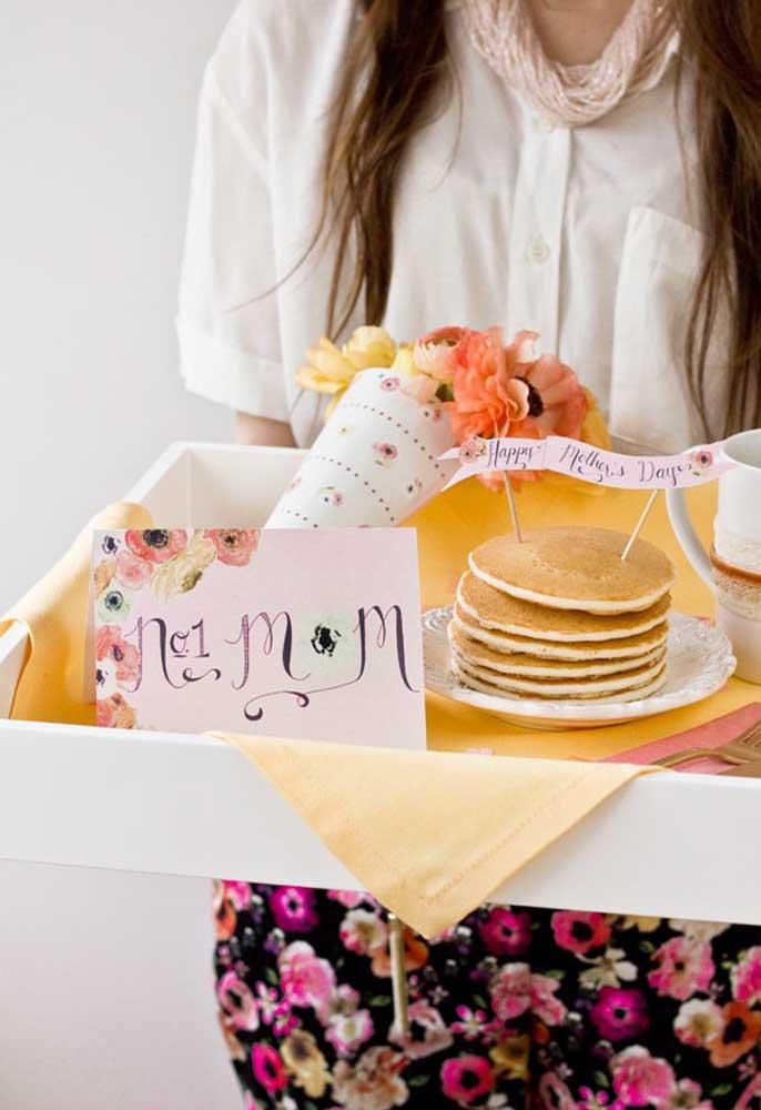 Quer surpreender sua mãe? Prepare uma cesta dia das mães com as coisas que ela mais gosta.