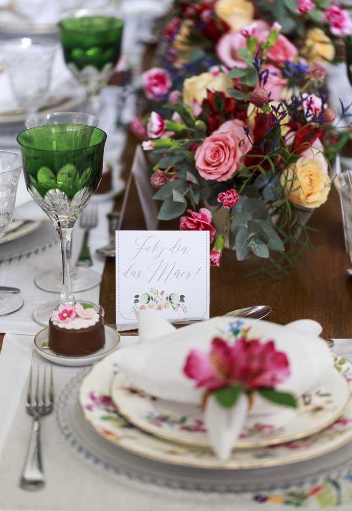 Faça belos arranjos florais para colocar na decoração para o dia das mães.