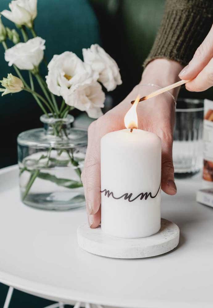 A vela é uma ótima opção de decoração, se for personalizada fica ainda mais linda.