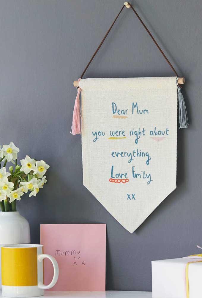O cartaz dia das mães pode ser substituído por essa bandeirola com uma verdadeira declaração de amor.
