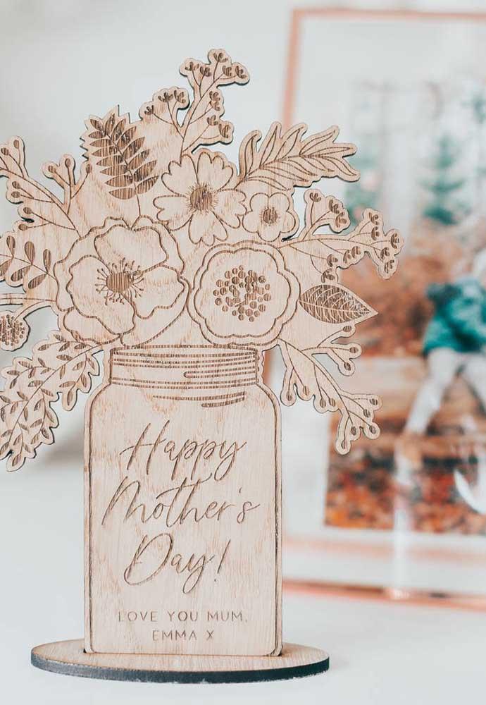 Mais uma opção de decoração feita com artesanato para o dia das mães.