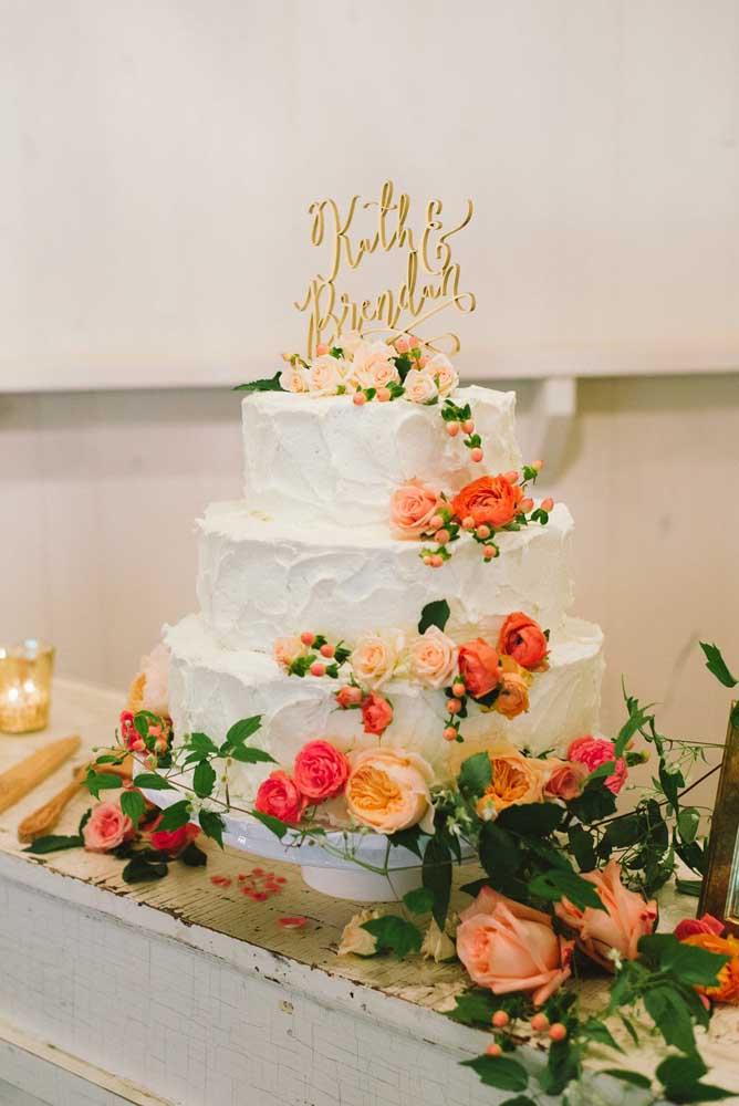 Por aqui, só mesmo o bolo e as flores