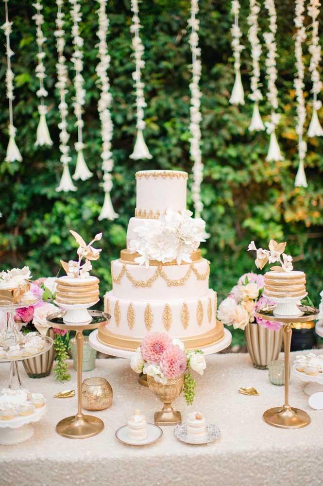 Escolha uma paleta de cores para a mesa do bolo e seja fiel a ela