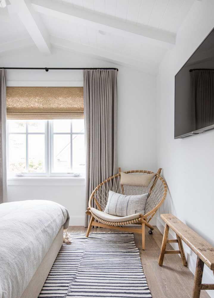 Não tenha medo de apostar na cortina de bambu, especialmente se tiver móveis e objetos de madeira no ambiente