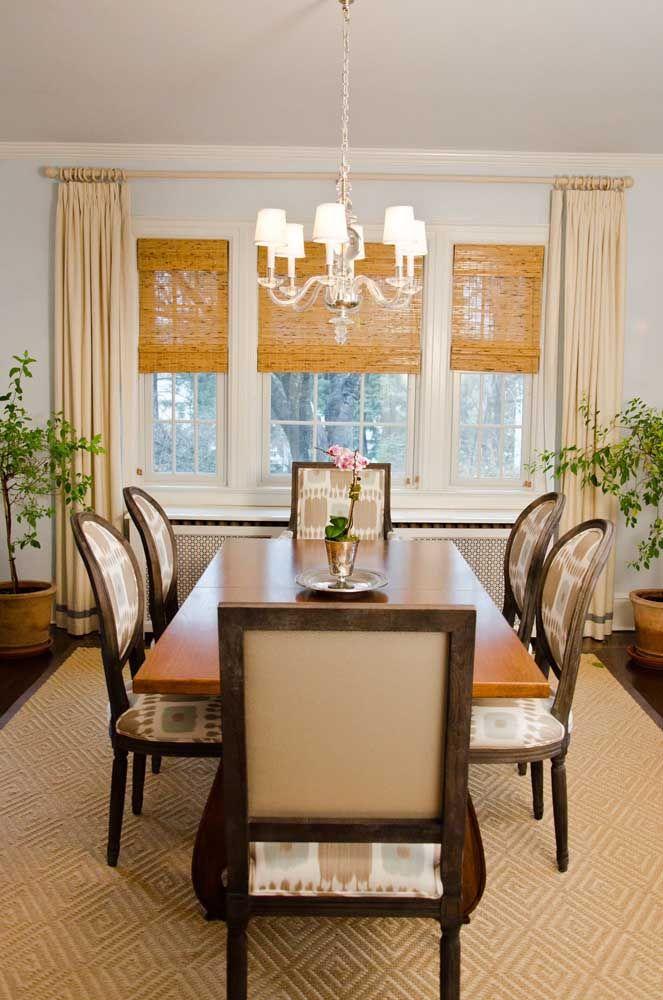 Veja como é possível unir sofisticação e cortina de bambu no mesmo ambiente