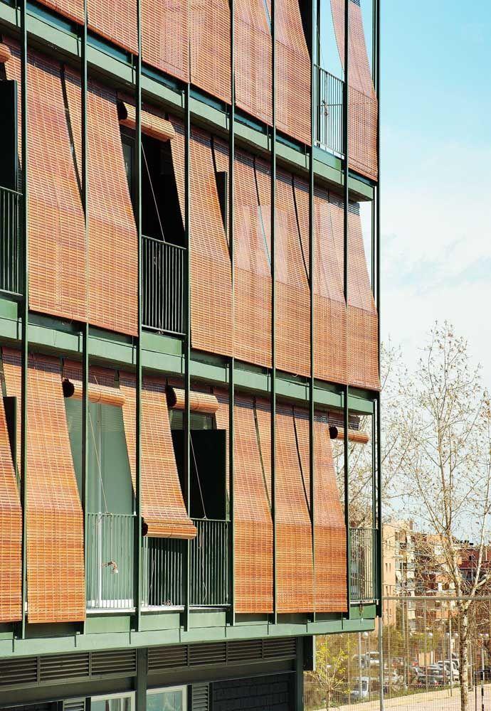 """O bambu foi o material escolhido para """"revestir"""" esse prédio"""