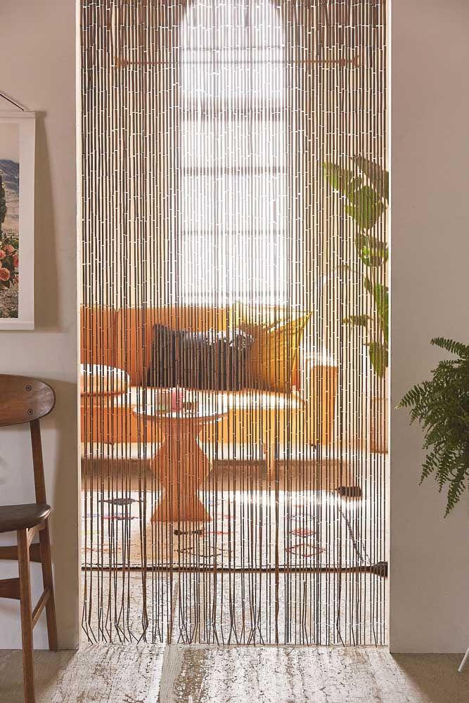 Cortina de bambu para porta: um modo simples e aconchegante de dividir os ambientes