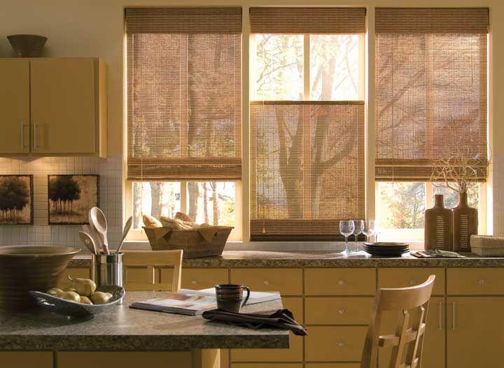 Quantas sensações essa cozinha com cortina de bambu consegue te trazer?