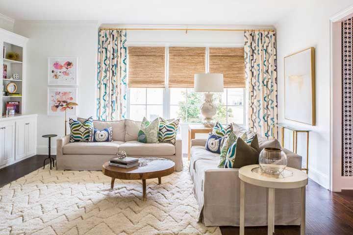Dependendo da forma como ela for combinada aos outros elementos, a cortina de bambu também é ótima para trazer descontração ao ambiente
