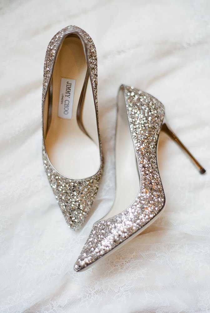 Um belo, metálico e charmoso sapato para as bodas de prata