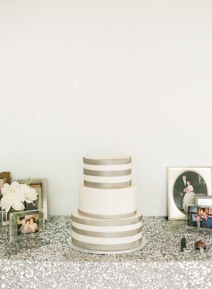 Um bolo simples, mas dentro da proposta das bodas de prata