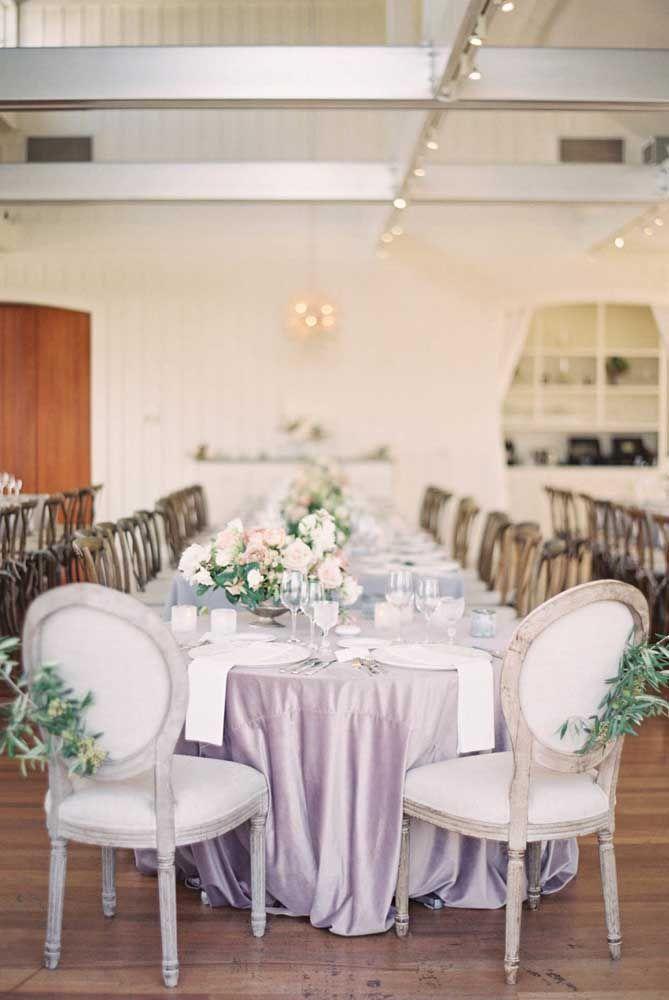 Para os casais que pretendem reviver a emoção do casamento podem investir em uma grande celebração de bodas de prata