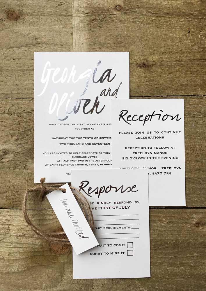 Branco e prata no convite de 25 anos de casados; não poderia ser mais apropriado para a ocasião