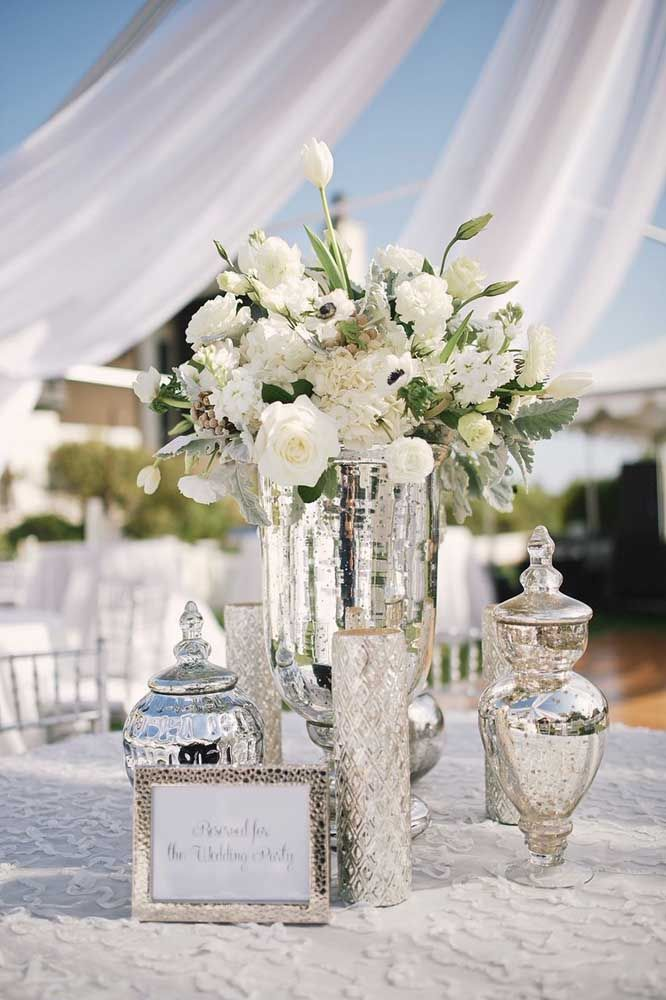 Coloque suas peças de prata na decoração da festa