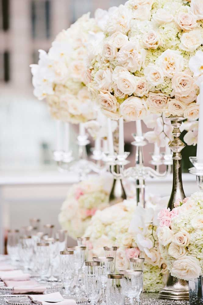 Rosas, românticas e delicadas para decorar com glamour e elegância as bodas de prata