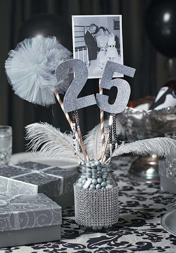 Fotos em preto e branco para contar a história do casal durante a festa de 25 anos
