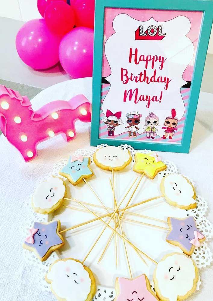 Aqui são as bonequinhas LOL que desejam um feliz aniversário