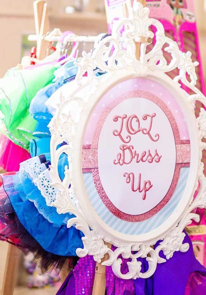 E que tal montar uma arara com roupas LOL para as meninas se divertirem?