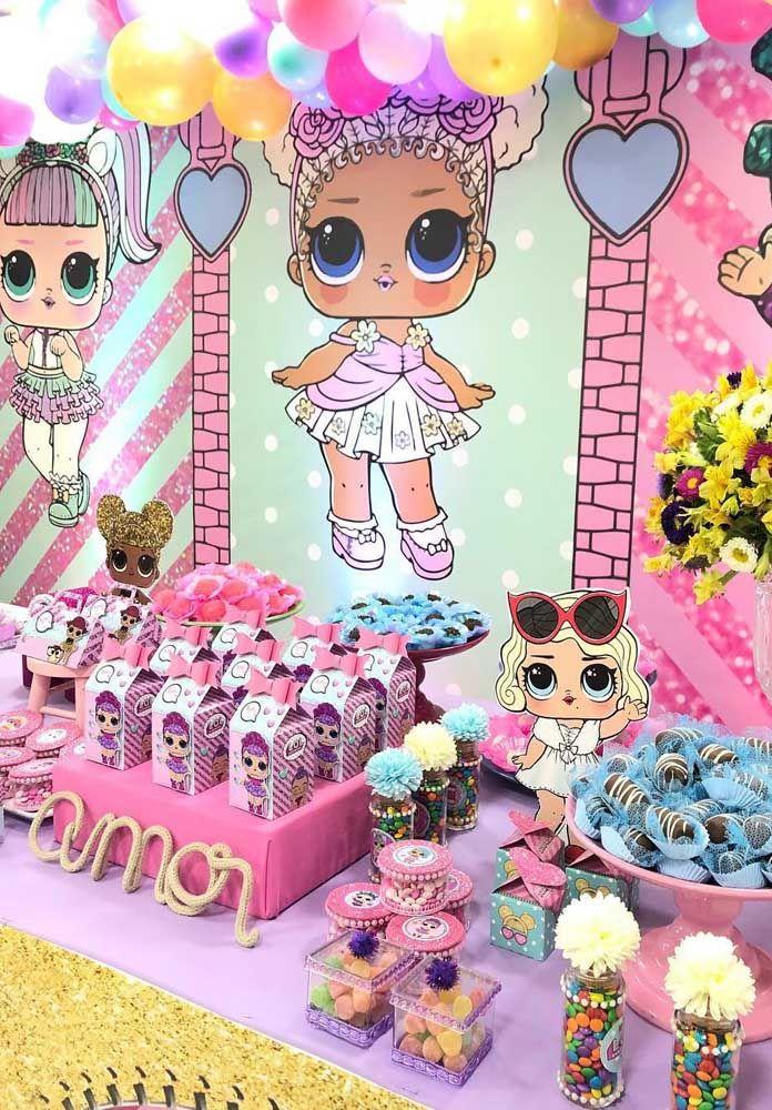 Muitas LOL e cor de rosa para decorar essa outra festa aqui