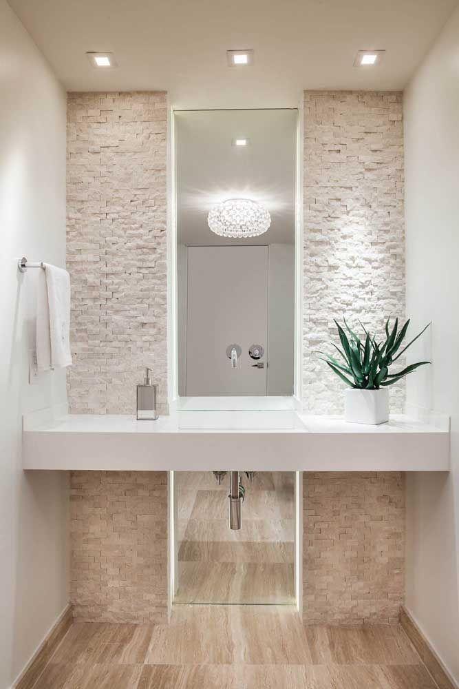 Um luxo esse banheiro decorado com vaso de babosa