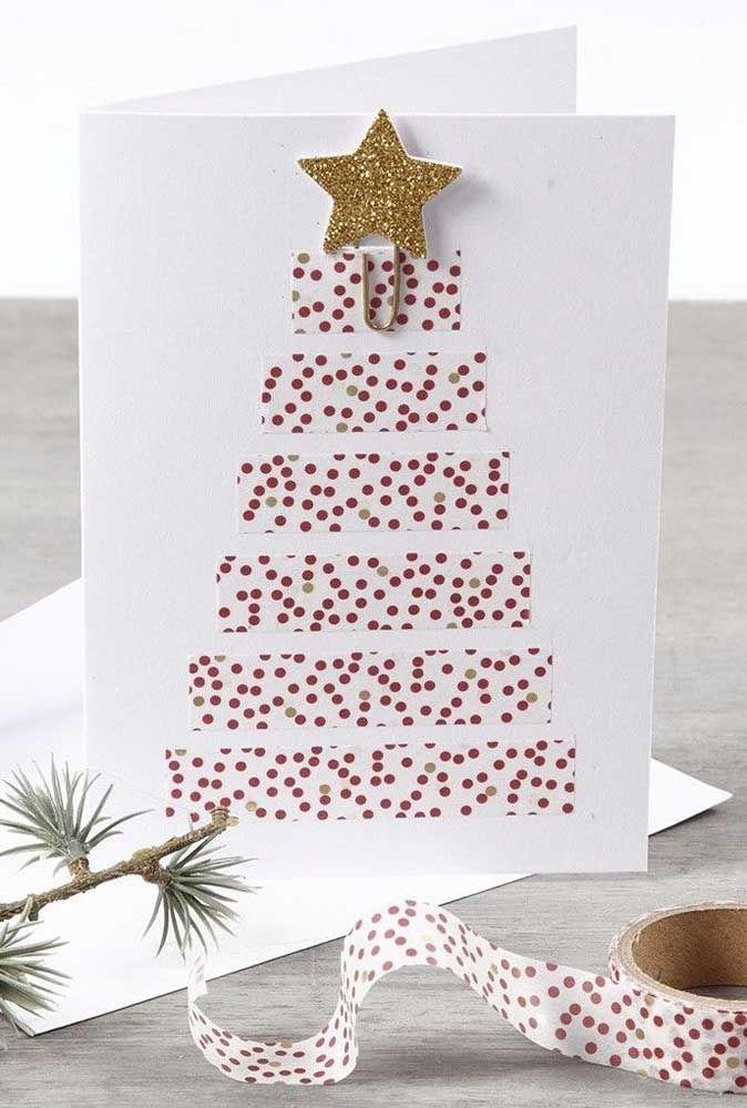 Anote os materiais para esse cartão aqui: papel branco, fita e uma pequena estrela; dobre, corte e cole e o cartão estará pronto