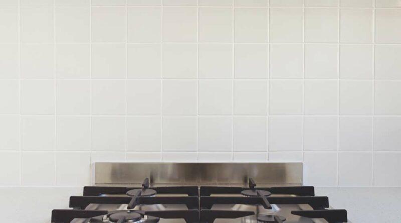 Como limpar fogão de inox: materiais necessários e passo a passo fácil