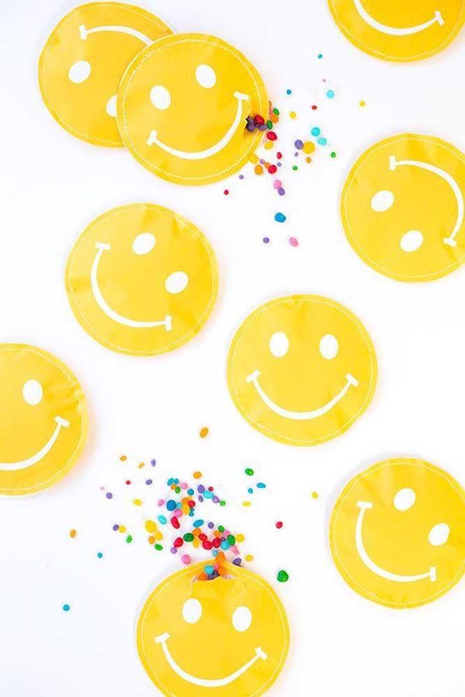 Aqui, os smiles carregam confeitos coloridos