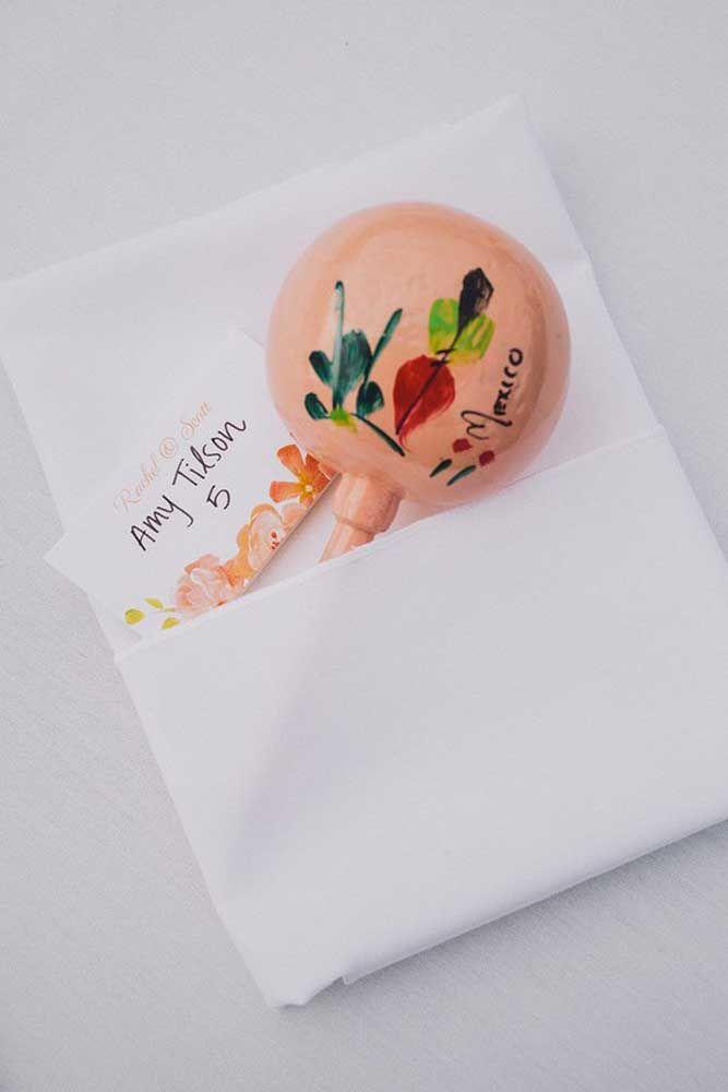 Chocalhos pintados à mão, diferente e bem criativo não é mesmo?
