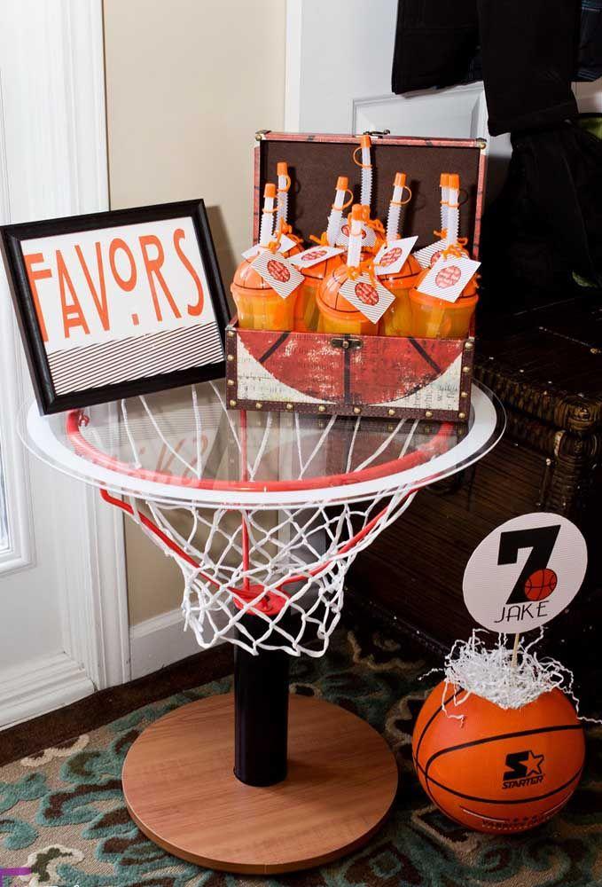 Mas para os fãs de basquete você pode optar por garrafinhas de água no formato da bola