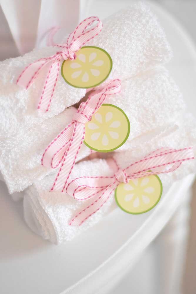 Um bom exemplo são essas toalhinhas de mão amarradas com fitas